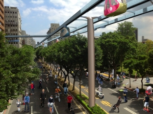 Chongqing South Road as a green lane + pod cars