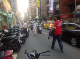 Road in Taipei with no sidewalk